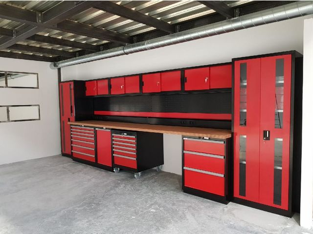 agencement d 39 atelier et garage rouge et noir trm garage. Black Bedroom Furniture Sets. Home Design Ideas