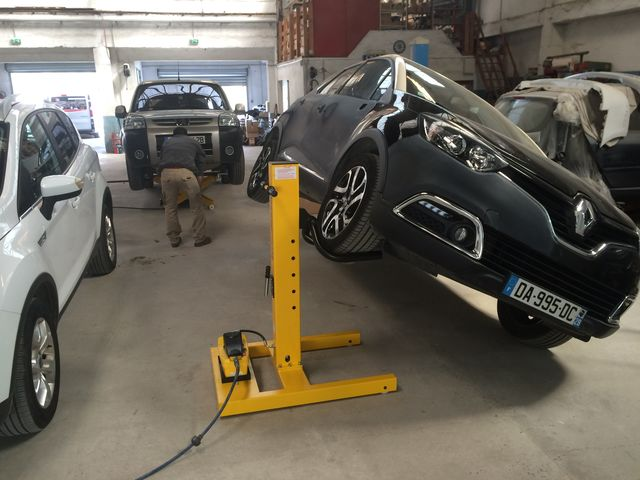 Colonne de levage mobile hydraulique easy lift 3000 de for Materiel professionnel pour garage automobile