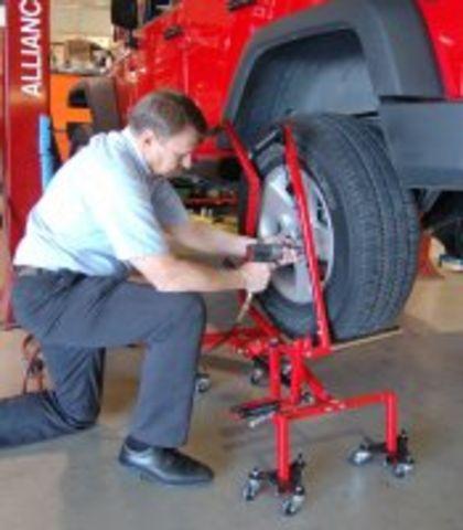 Chariot d 39 atelier pour manutention des roues ou pneus de for Garage pour monter pneus