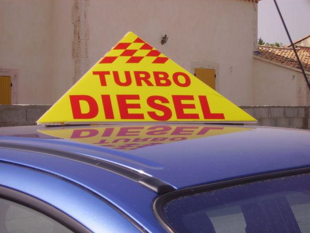 Pyramide magnetique de apa france cr ateur de plv for Plv garage automobile