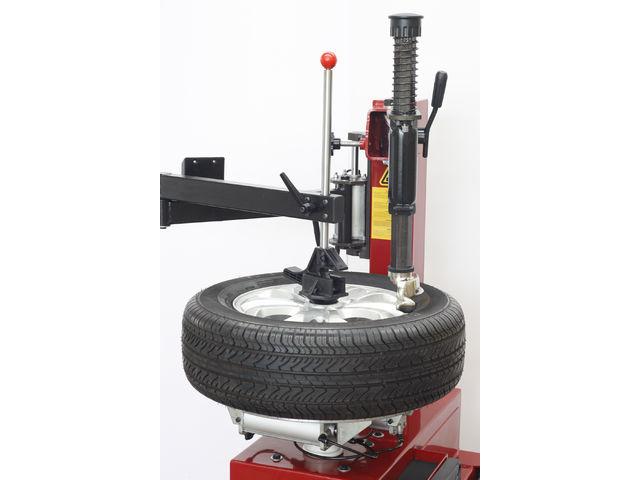 d monte pneus semi automatique 22 pouces avec un bras d assistance redback rb200 de tyre bay. Black Bedroom Furniture Sets. Home Design Ideas